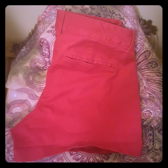 Old Navy Pants - OLD NAVY PIXIE SHORTS WOMEN'S 6